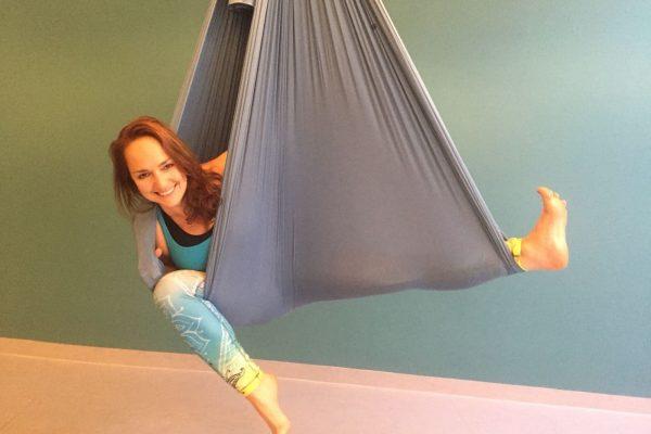 Aerial-Yoga Workshops mit Elke