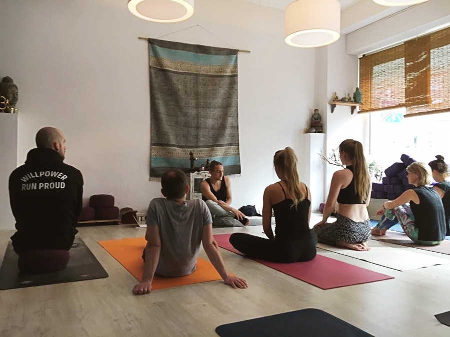Playful Wisdom! Hatha Yoga, Vinyasa Yoga and Mindfulness with Thomas Arta